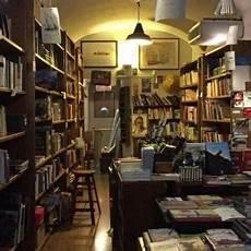 librerie feltrinelli a roma chiudono due librerie feltrinelli a roma scompare la