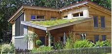 Haus Auf Dem Dach - wachstum auf dem dach begr 252 nte d 228 cher sind vorteil
