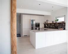 Küche Mit Speisekammer - gesamteindruck der offenen k 252 che mit blick auf die