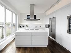 küchendesign mit kochinsel moderne k 252 cheninsel kitchen k 252 che mutfak