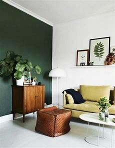peinture meuble bois interieur une id 233 e peinture salon d esprit naturel mur en vert et