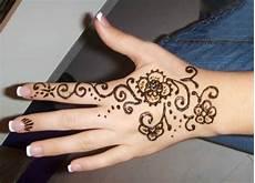 30 Gambar Nail Henna Inspirasi Terbaru