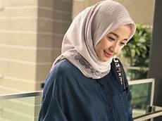 4 Jenis Bahan Jilbab Laudya C Yang Bikin Hijabers