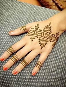 Wow 30 Gambar Nail Henna Simple Richi Wallpaper