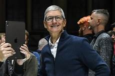 apple s tim cook urges ftc to help consumers protect data