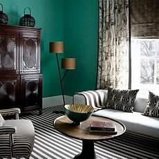 wandfarbe zu dunklen möbeln 100 interieur ideen mit grellen wandfarben archzine net