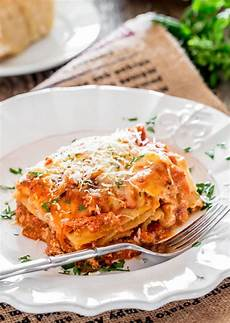 Lasagne Bolognese Rezept - chicken lasagna alla bolognese jo cooks