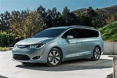 Chrysler Pacifica Un Monospace Hybride Rechargeable 224
