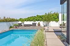 moderne gartengestaltung mit pool garten mit pool 90 bilder und inspirierende beispiele