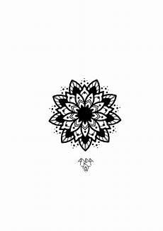 Mandala Klein - small mandala design tatoo olhos azuis e telas