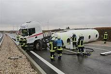 Unfall A8 Gestern - a8 dornstadt tanklaster kippt um kraftsoff l 228 uft aus