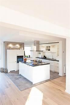 küche rustikal modern moderne aber auch rustikale k 252 che im landhaus design in