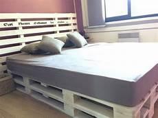 lit de chambre sommier en bois de palette palettes