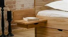 nachttisch zum einh 228 ngen praktische schlafzimmerl 246 sung
