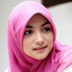 Wanita Solehah Efriati3