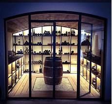 cave a vin en verre cave 224 vin m 233 tal bois au style industriel ouverte par une