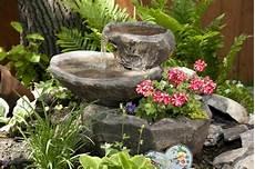 Garten Springbrunnen Aus Stein - garten brunnen aus stein 30 ideen f 252 r dekorative zierbrunnen