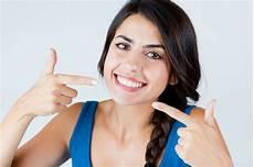 weiße zähne hausmittel wei 223 e z 228 hne bekommen ern 228 hrung bleaching hausmittel