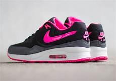 Nike Wmns Air Max Light Black Hyper Pink Grey