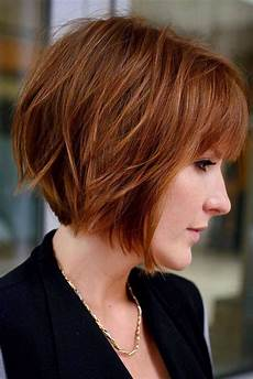 coupe courte cheveux ondulés 27 layered bob hairstyles for volume and dimension