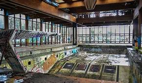 Creepy Photos Show Abandoned American Resort Towns