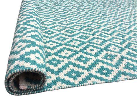 tapis bleu turquoise idees de decoration interieure french decor