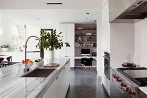 Bodenbelag Küche Linoleum : geschliffener estrich als bodenbelag 18 wohnideen mit designestrich ~ Watch28wear.com Haus und Dekorationen
