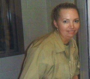 Judge halts federal execution after woman's lawyers ...