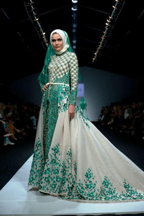 model baju kebaya modern berjilbab cantik  modis