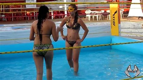 lucha en agua la chica dorada  sexi lady hd youtube