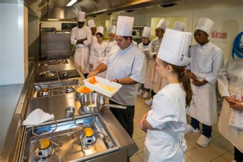 cours cuisine angers à angers le lycée veil étend ses formations liées