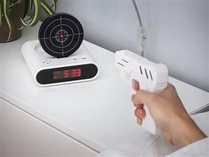 Coole Gadgets Für Den Alltag : gun alarm clock k b den hos ~ Sanjose-hotels-ca.com Haus und Dekorationen