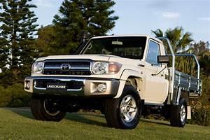 Toyota Landcruiser 70-series Dual-cab Ute Coming