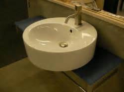 schiebetür badezimmer dicht form farbe und material des waschbecken bauunternehmen
