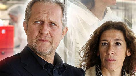 Darin enthalten sind sowohl das erste wie auch die regionalen fernsehprogramme der landesrunkfunkanstalten, die. Tatort: Falsch verpackt - Das Erste   programm.ARD.de