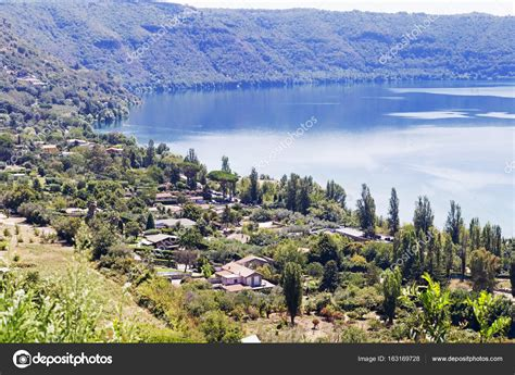 la lago castel gandolfo panorama lago vulcanico di castel gandolfo a roma