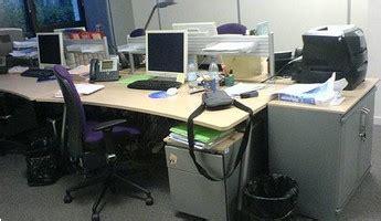 bureau vide au mois d 39 août la qui travaille est au ralenti