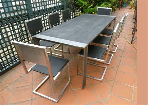 chaises privées rubber chair pied tine les pieds sur la table
