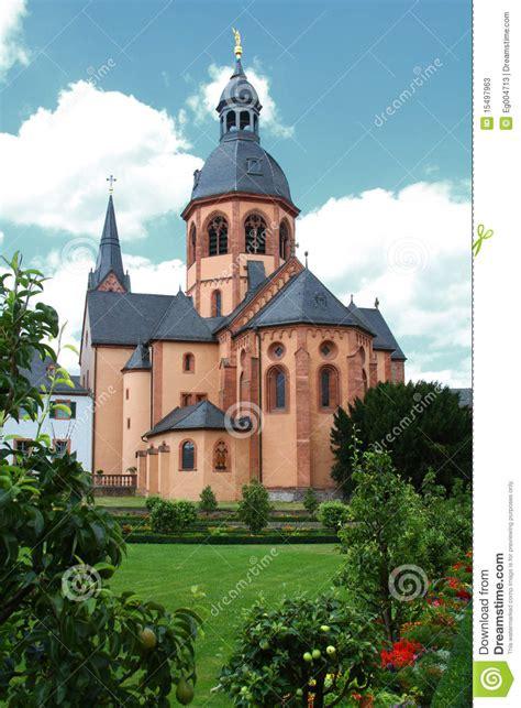 il seligenstadt basilica in seligenstadt immagine stock immagine di giardino 15497963
