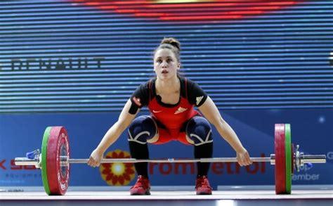 Svarcēlāja Rebeka Koha uzvar U-20 pasaules čempionātā ...