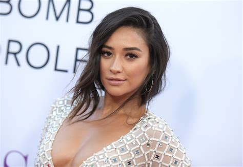 shay mitchell  pretty  liars  instagram  blog time