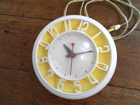 Vintage Retro Yellow Telechron Kitchen Wall Clock Mid