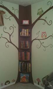 10 Fascinating Tree Bookshelf Arrangements