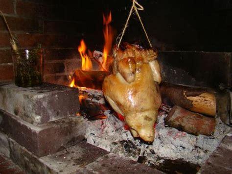 cuisiner un chapon au four poulet rôti à l 39 ancienne cheminée la cachina