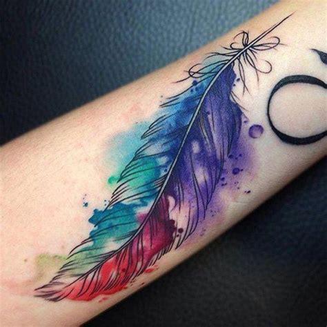 Cuál es el significado de los tatuajes de plumas