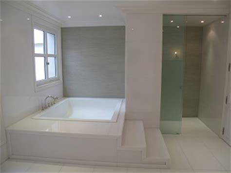 credence cuisine noir et blanc omni marbres salle de bain