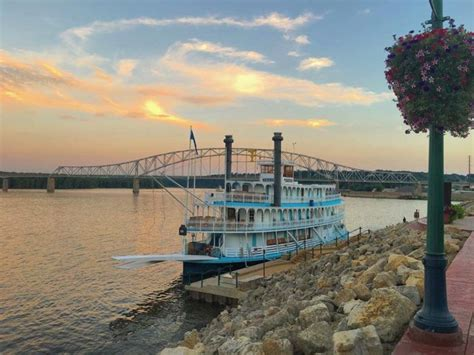 Mississippi River Boat Cruises Dubuque Ia by The Riverboat Cruise In Iowa You Never Knew Existed