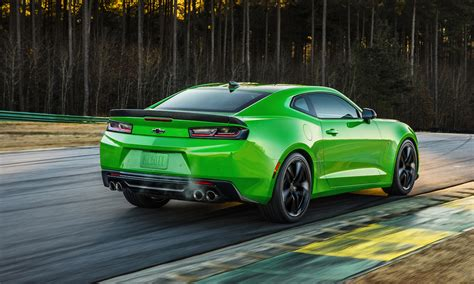 Camaro V6 1le by Chevrolet Camaro 1le Returns For 2017 With V6 And V8 Options
