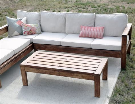How to build a small outdoor coffee table. Ana White   2x4 Outdoor Coffee Table - DIY Projects