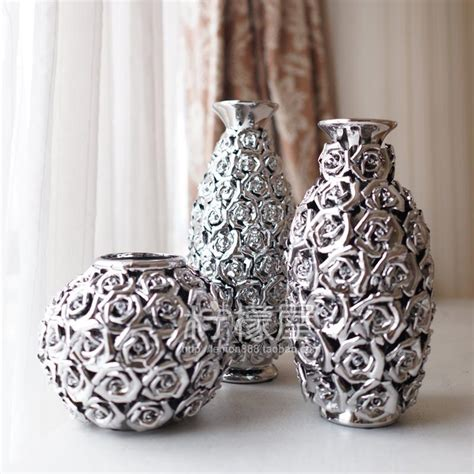 living room  pottery vase gold  silver ornaments
